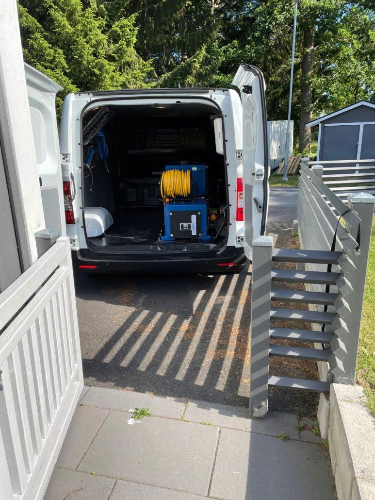 vad är ultrarent vatten? här visas tvättbilen med reningsverk