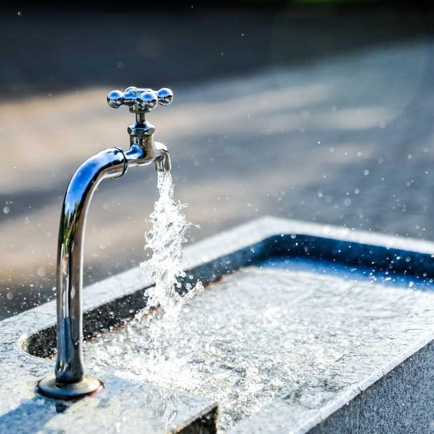 Om oss, vi arbetar med ultrarent vatten, rinnan kram med kristallklart vatten