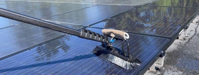 Ska man egentligen tvätta solceller? Här rengörs paneler med ultrarent vatten