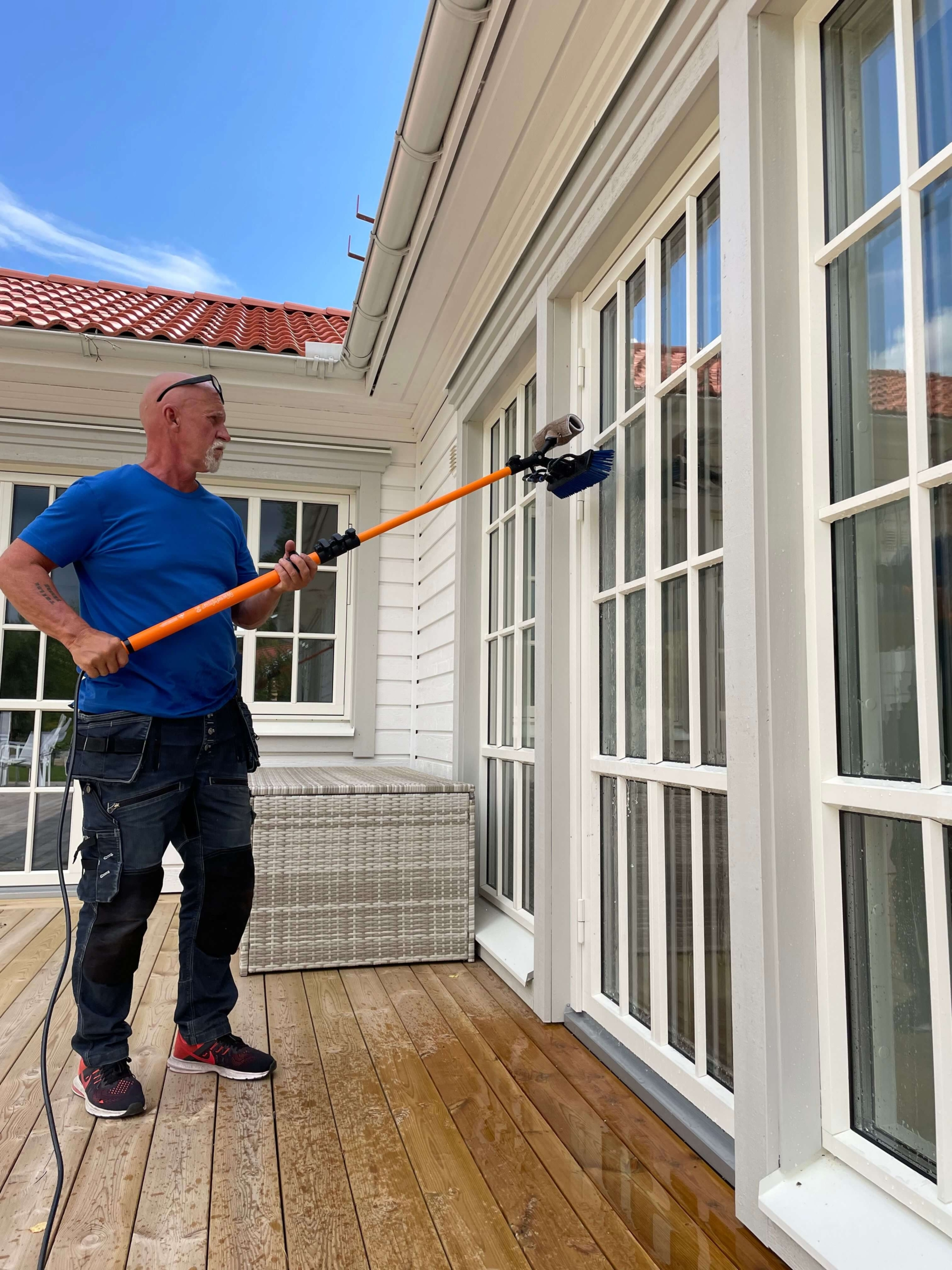 fönstertvätt med ultrarent vatten